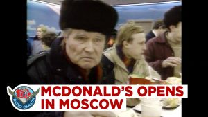 Read more about the article 30,000 People Line Up for the First McDonald's in Moscow, While Grocery Store Shelves Run Empty (1990)